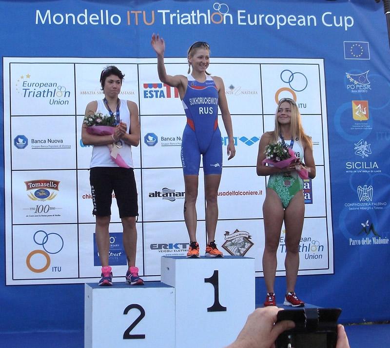 Le vincitrice categoria Donne del XXI Triathlon del Mediterraneo