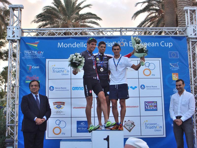 I vincitori categoria Uomini del XXI Triathlon del Mediterraneo