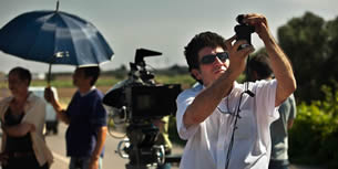 """""""Viva la Trinacria cinematografica…"""" Cit. Luigi Maria Burruano in Il ritorno di Cagliostro. Come inizio calza a pennello, quasi profetica l'esclamazione dell'attore Siciliano che conclude dicendo """"…noi vi faremo le scarpe!"""". Già, guerra non è, ma la Sicilia ed il cinema stanno attraversando un conflitto che, quasi insanabile, termina con la separazione inevitabile tra i"""