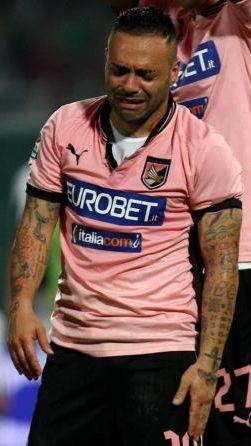 Fabrizio Miccoli in lacrime
