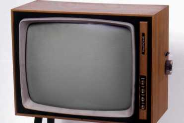 Chiedo perdono se non ricordo bene quanti anni fa sia arrivata la televisione al mio paese in provincia di Caltanisetta, a circa una decina di chilometri in linea d'aria dal Monte Cammarata, dove era ed è posizionata l'antenna ripetitore della Rai: sarà stato il '57 o il '58, ma nella sostanza dei ricordi, comunque, cambia