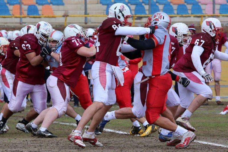 Prima partita di campionato di football americano. I Cardinals battono i Crusaders 2
