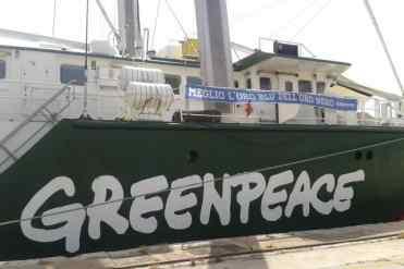Palermo – La Rainbow Warrior, la nave di Greenpeace impegnata nel tour italiano Non è un Paese per fossili, è attraccata nel porto nel capoluogo siciliano per dire no alle trivellazioni nel canale di Sicilia. A bordo dell'imbarcazione si è tenuta la conferenza stampa di presentazione del rapporto Offshore Ibleo, in cui Greenpeace denuncia le