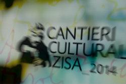 """Palermo – I Cantieri del Contemporaneo, il Festival ideato daGiuseppe Marsalae promosso dall'Assessorato alla Cultura del Comune di Palermo, propone un ritratto sfaccettato della città contemporanea, declinato nel corso di duereading,a cura di Beatrice Agnello. Forse non esiste """"il"""" romanzo di Palermo, che periodicamente quotidiani, blog, incontri culturali provano a rintracciare, ma di sicuro gli"""