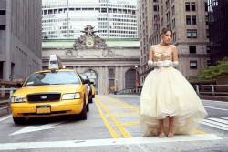 New York, basta il nome di questa città nordamericana per evocare moda e tendenze. È la capitale dell'esaltazione dello stile, dove il mondo delle passerelle diventa fatato. E questo mood, così favorevole allo sviluppo commerciale delle griffe, sarà alla portata anche di otto aziende siciliane che, da domani 11 ottobre fino al 13, prenderanno parte