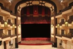 Palermo – Sprangato da dieci anni, uno dei gioielli liberty di Palermo promette di riaprire le sue porte. E lo farà con un varietà di capodanno che segna la strada del domani: Il Finocchiaro non ripartirà infatti come cinema – come era stato dagli anni '50 al 2004, con alterne vicende – ma come teatro