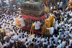 Catania–La Festa di Sant'Agata, patrona di Catania, è una festa religiosa tra le più belle al mondo: dal 3 al 5 febbraio tre giorni di culto, devozione, folklore e tradizione. In questi tre giorni la città etnea dimentica ogni cosa per concentrarsi sull'evento che attira ogni anno sino a un milione di persone, tra devoti