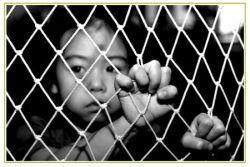 """Palermo – Lo spettro che affiora lungo il """"mercato dei migranti"""" è una fetta della popolazione invisibile. Il loro sfruttamento, la tratta, l'entità del fenomeno emerso e sommerso, il profilo del minore, sono alcuni dei temi che sono stati trattati durante il seminario svoltosi presso il Tribunale Penale per i Minori di Palermo. L'evento promosso"""