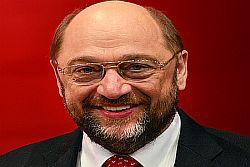 """Strasburgo, 20 mag. """"Martin Schulz è il primo firmatario del nostro documento, 'Siamo tutti mediterranei', con cui le regioni che ospitano più immigrati lanciano una sfida di solidarietà"""". Lo dice il presidente della Regione siciliana Rosario Crocetta ricevuto oggi nello studio del Presidente del Parlamento europeo di Strasburgo, proprio mentre la plenaria stava discutendo l'Agenda"""