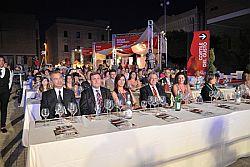 MENFI (AGRIGENTO), 18 GIU. Prende il via domani a Menfi la rassegna Inycon, la più antica manifestazione siciliana dedicata al vino, che quest'anno celebra il suo ventennale. Da domani a domenica a Menfi andrà in scena un week end alla scoperta del mondo di Bacco tra sorsi sotto le stelle, mostre e momenti di approfondimento