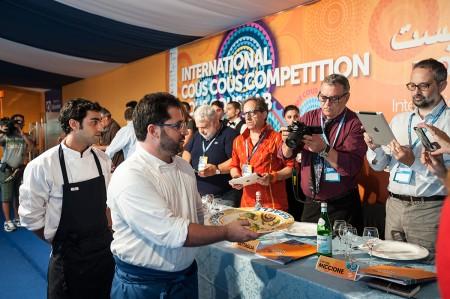 chef israeliani presentano il piatto di Alessandro Castagna URL IMMAGINE SOCIAL
