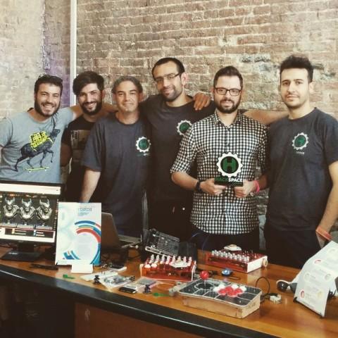 I membri dell'Associazione Hackspace Catania Riccardo Puglisi (vicepresidente), Simone Smedile (consigliere), Andrea Ardizzone (socio), Michele Maresca (socio), Emilio Messina (p