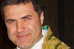 Palermo – Don Corrado Lorefice, 53 anni, originario di Ispica nel Ragusano, parroco della chiesa di San Pietro a Modica, e vicario episcopale per la pastorale nella diocesi di Noto, è il successore di Paolo Romeo, dimissionario da due anni, come da prassi quando si arriva ai 75 anni, nella guida dell'arcidiocesi più importante della
