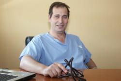 """Uneccezionale intervento chirurgicoè stato eseguito, presso laNuova Cardiochirurgia del Policlinico """"P. Giaccone"""" di Palermo, dal dott.Vincenzo Arganoe dalla sua equipe multidisciplinare. Per la prima volta a Palermo sono state impiantate tre protesi valvolari aortiche, denominate """"suturless"""", di nuovissima generazione. Queste protesi non richiedono suture chirurgiche per essere impiantate, rendendo perciò i tempi chirurgici molto più"""