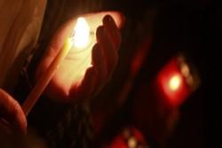 """Palermo 5 aprile 2016 – Una veglia in via Libertà, la sera di martedì 12 aprile, alle ore 21, alla vigilia dell'incontro del 13 con Almaviva al Ministero dello Sviluppo economico. I lavoratori di Almaviva si organizzano per """"non mollare"""" e mantengono le forme di mobilitazione, tra cui lo sciopero del 13, in vista dell'appuntamento"""