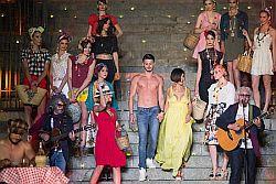 """Palermo – Ci sarà un po' di Inghilterra tra le piste dell'ippodromo La Favorita di Palermo che, venerdì 8 luglio dalle 20,30, durante la gara Gentlemen, ospiterà una sfilata di moda dedicata all'eleganza anglosassone ed in particolare all'accessorio più vezzoso di tutti, il cappello. """"La Favorita di moda"""" è il titolo scelto dall'organizzatrice Rosi De"""