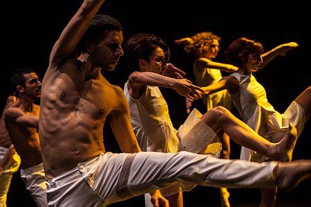 Michele Merola_ e  la MMContemporary Dance Company_ foto di Stefano Corrias-15_light URL IMMAGINE SOCIAL