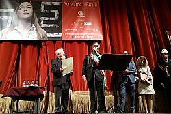 Il sindaco di Palermo, Leoluca Orlando, ieri pomeriggio al Teatro Biondo ha conferito la cittadinanza onoraria a Enzo Bianchi. Bianchi, da alcuni anni molto legato alla Città di Palermo, è fondatore ed ex priore della comunità monastica di Bose, in Piemonte, e lega il suo nome e la sua produzione culturale alle tematiche legate all'etica