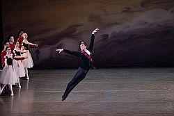 """Il messinese Davide Riccardo unico ballerino italiano nel """"New York City Ballet"""""""