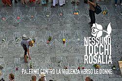 Nessuno tocchi Rosalia. Insieme in piazza a Palermo per disegnare le sagome delle 114 donne  uccise nel 2017