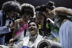 Debutta al Teatro Biondo di Palermo il Don Giovanni di Mozart secondo l'Orchestra di Piazza Vittorio. Mélange sonoro e canoro, tra pop, rock e jazz, con un'androgina Petra Magoni nei panni del seduttore